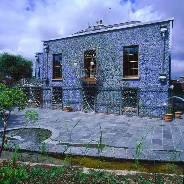 dom smoka - widok od tyłu