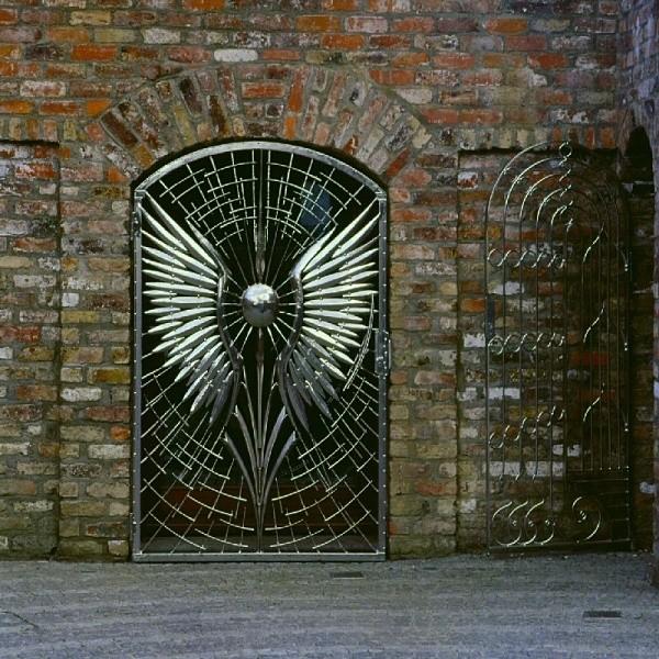 smoczy dom - ozdobna brama