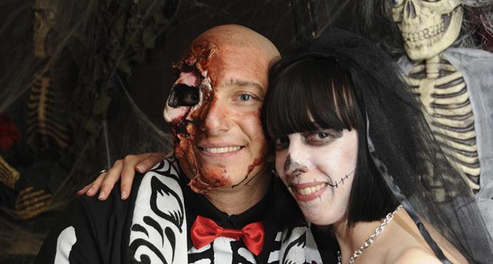 ślub w stylu zombie horror gothic