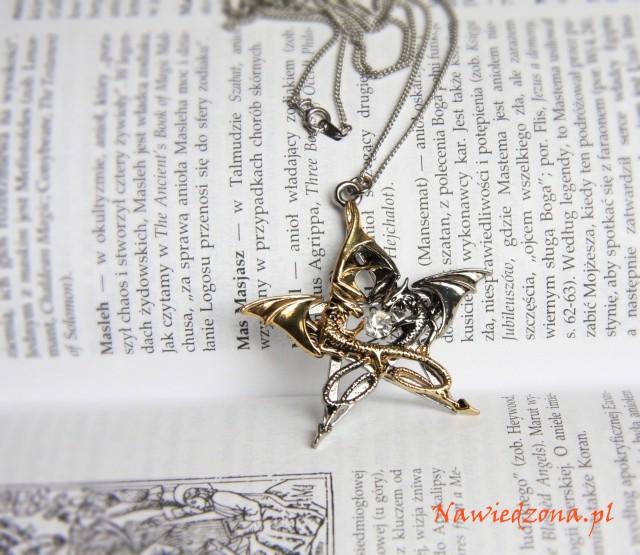 biżuteria gotycka - naszyjnik pentagram dwa smoki od Anne Stokes