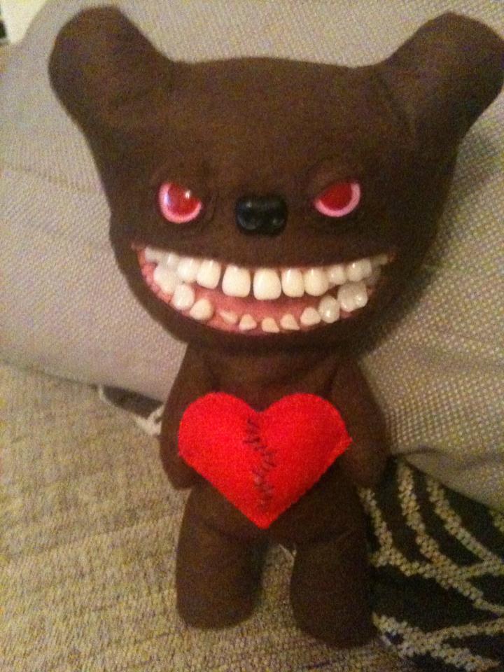 mroczne walentynki - misiek romantyczny potworek