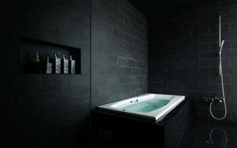 gotycka łazienka i czarna wanna