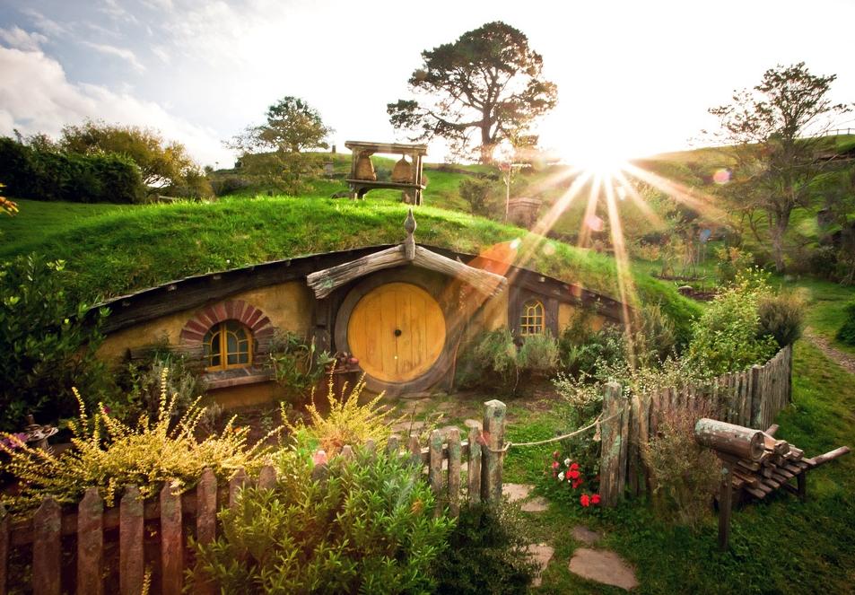 okrągły dom hobbita - Hobbiton, domek w pagórku w Hobbitowie