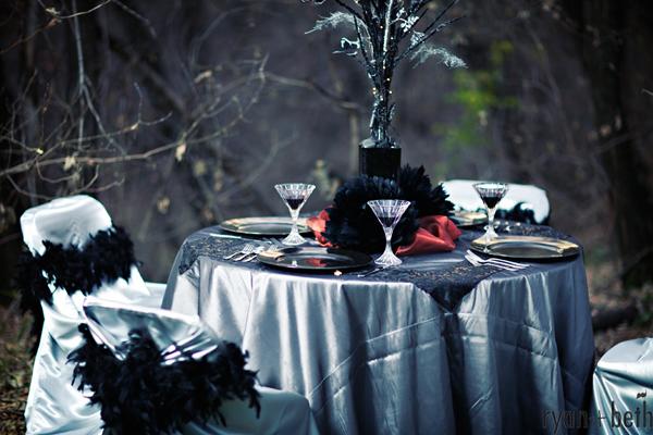 dekoracja stołu na halloween, mroczna zastawa