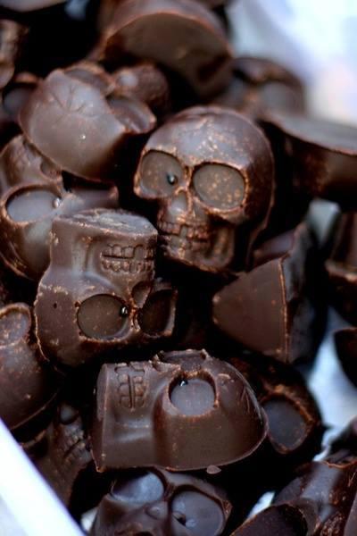 czekoladki w kształcie czaszek, słodycze na halloween.
