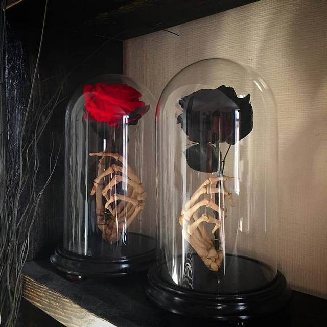 gotyckie, mroczne prezenty na walentynki - czarne róże