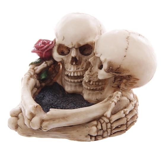 popielniczka w czaszki na mroczne walentynki